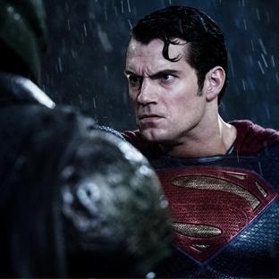 Batman v Superman'den kostüm detayları geldi