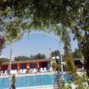 Darıca'da Havuz Sefası: Mavi İnci Yüzme Havuzu