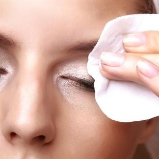 Doğal Göz Makyajı Temizleme Suyu Yapımı