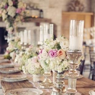 Düğün masalarına çiçek aranjmanları