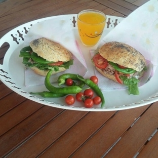 Ev yapımı ekmekle Soğuk yaz Sandviçi