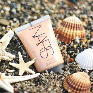"NARS ILLUMİNATOR ""Hot Sand""..."