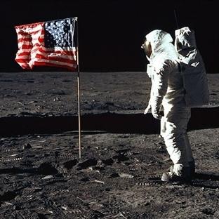 Neil Armstrong'un Uzay Giysisi İçin Rekor Bağış!