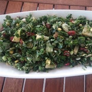 Yaban Mersinli ve Ananaslı Semiz otu Salatası