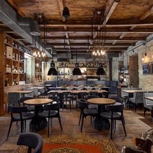 Kiev'de Bottega Wine & Tapas Restaurant