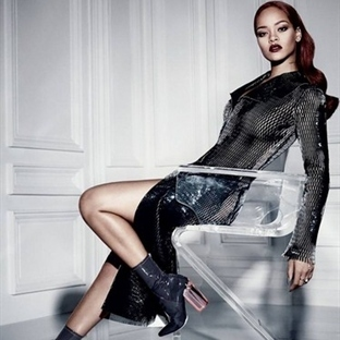 Rihanna ''Dior Magazine'' İçin Poz Verdi!