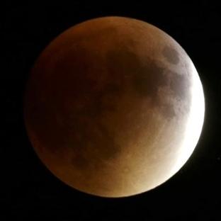 Süper Kanlı Dolunay Dün Gece Gözlendi