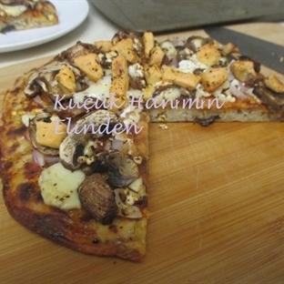 Üç Peynirli Mantarlı Pizza