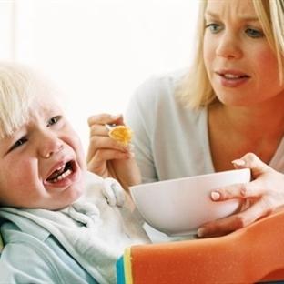 Bebeği her ağladığında beslemek hatalıdır!