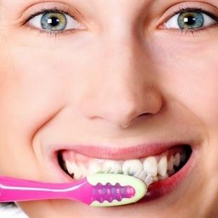 Fırçalama yerine peynir, elmayla diş temizliği