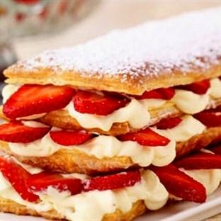 Milföy Hamurundan Çilekli Pasta Tarifi