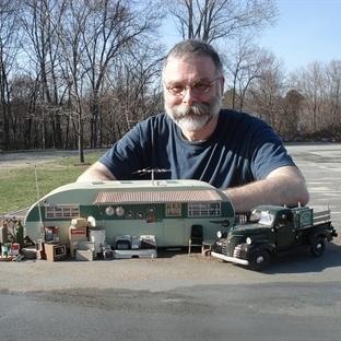 Model Araba ile Gerçek Yaşamlar Oluşturan Michael