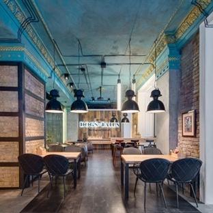 Sergey Makhno'dan Kiev'de Dogs & Tails Cafe