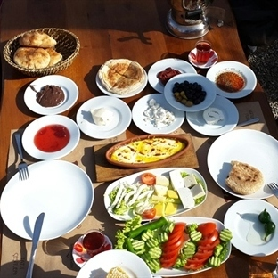 Uludağ'ın Eteğinde Kahvaltı