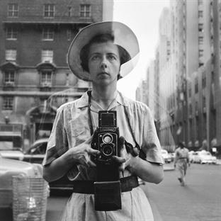 Vivian Maier: Hayatı ve Sokak Fotoğrafçılığı