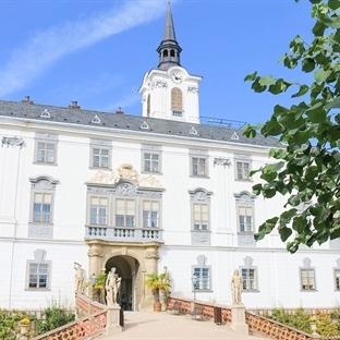 <span>Tagestrip nach</span><br /><span>Südmähren: Schloss</span><br /><span>Lysice</span><br />