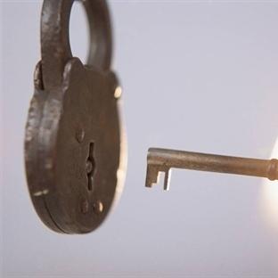Sır Dolu Anahtar