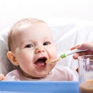 Bebeklere hangi aylarda neler yedirmeliyiz?