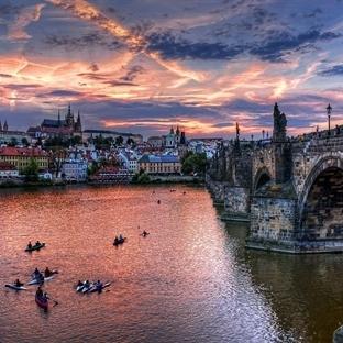 Hitler'in Bile Bombalamaya Kıyamadığı Şehir; Prag