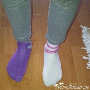 Kim demiş çoraplar aynı renk giyilir diye!