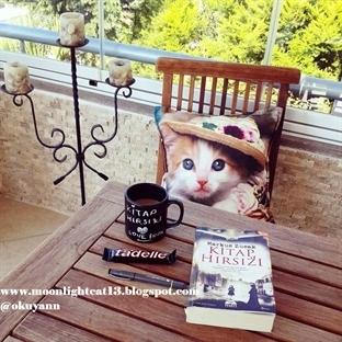 Okuma Halleri, Fotoğraflarla - Kitap Hırsızı / Mar