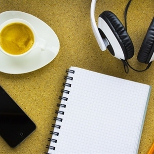 Pahalı Kitap Yoktur Az Kahve Vardır
