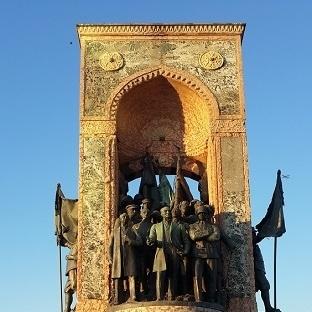 İstanbul'da Gizli Bir Anıt:Taksim Cumhuriyet Anıtı