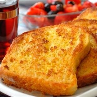 Yumurtalı ve Peynirli Ekmek Kızartması Tarifi