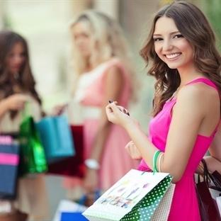 Alışveriş bağımlısı eşler mutluluk oyunu oynuyor!
