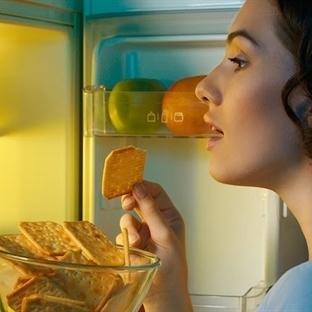 Geceleri Geç Saatlerde Yemekten Kaçınmanız Gereken