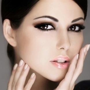 Gelinliğinize Göre Porselen Makyaj Önerileri