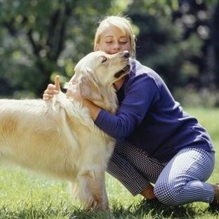 Köpeklere Sarılmak Doğru Değil!