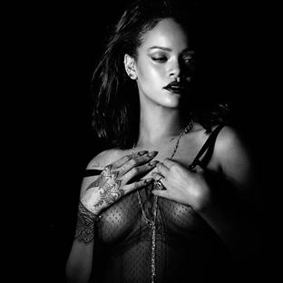 """Rihanna'dan Yeni Klip: """"Kiss it Better"""""""
