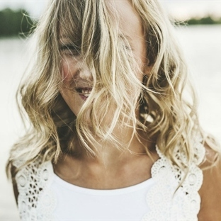 Saçlarınızın Rengini Doğal Yollarla Açabilirsiniz