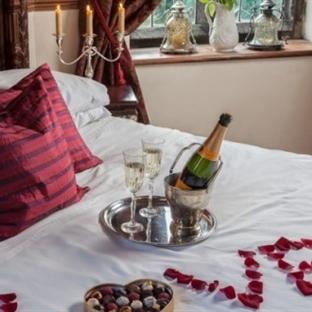 Sevgililer Günü İçin Yatak Üstü Düzenlemeleri