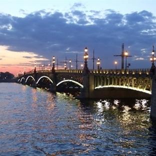 St. Petersburg Beyaz Geceler