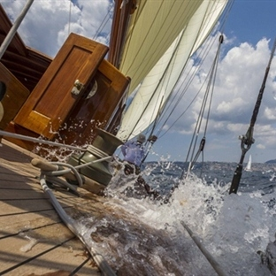 THE ART OF PHOTOGRAPHY ON BOARD