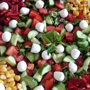 Topi Peynirli Yeşil Salata