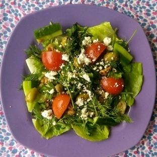 Yeşillikler ile Koy-Karıştır Salatası