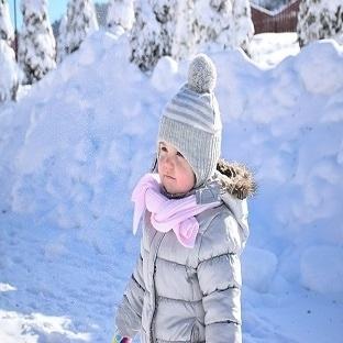 Kar yağınca bebekler nasıl giydirilmeli?