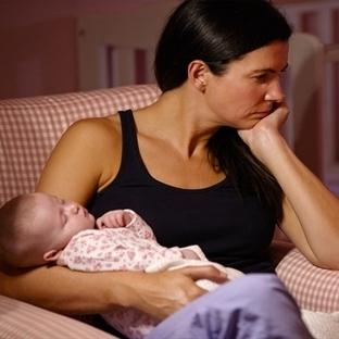 Doğum sonrası depresyonu anneleri yalnızlaştırıyor