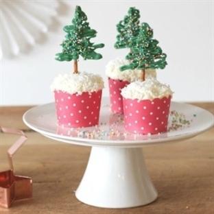 Einfaches Dessert mit Tannenbaum-Topper