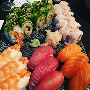 Sushi loves Wine - Sticks 'n' Sushi