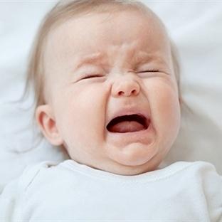 Ağlayan bebeği sakinleştirmenin yolları nelerdir?