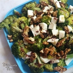Cevizli Peynirli Brokoli Salatası