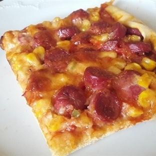 Ev Yapımı Sosisli Pizza