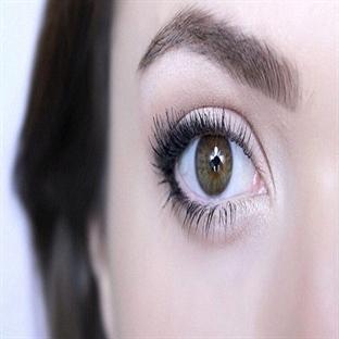 Gözleri Büyük Gösteren Makyaj Hilesi