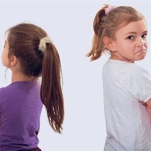 Kardeş kıskançlığını önlemenin püf noktaları