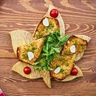 İtalyan Usulü Sarımsaklı Ekmek Tarifi