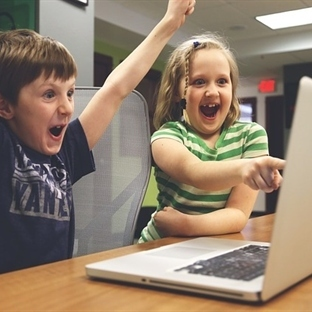Çocukları İnternette Korumak Sokakta Daha Zor!